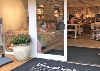 VanDyck experience store